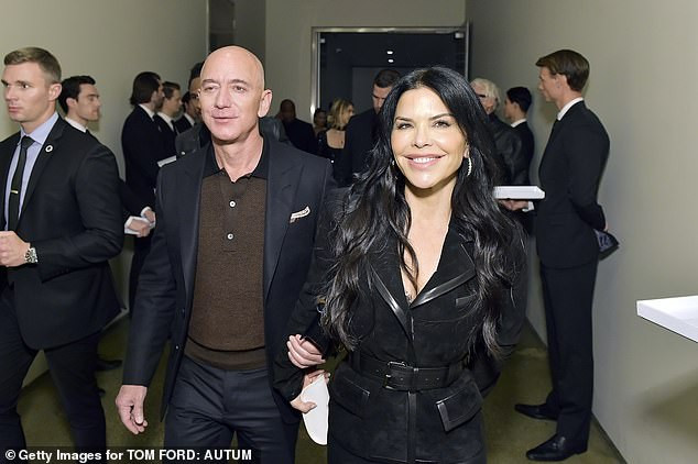 Amazon boss Jeff Bezos and his girlfriend Lauren Sanchez join Anna Wintour at Tom Ford Hollywood fashion show?(Photos)